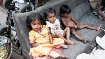 Kinder ernähren sich von Kot – Straßenkinder in Madagaskar Doku